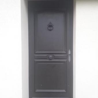 Remplacement d'une porte d'entrée par Laro Aménagement d'intérieur